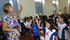 O uso de música na sala de aula- uma estratégia envolvente e significativa da Língua Inglesa A música está presente […]