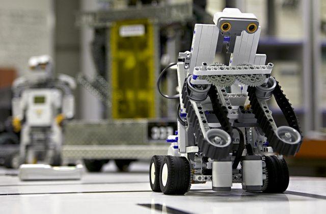 As oficinas de Robótica buscam despertar, nos alunos, o interesse pela tecnologia. Para alcançar tal objetivo, a proposta é um trabalho com aulas dinâmicas, instigando a criatividade, a capacidade […]