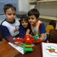 Fazendo um paralelo com as aulas de História, na interface do tema Brinquedos e Brincadeiras, na aulaLego, os alunos do segundo ano construíram uma gangorra. Essa atividade proporcionou a aprendizagem […]